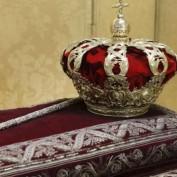 """De «coronaciones»: los medios de """"información"""" y el protocolo"""